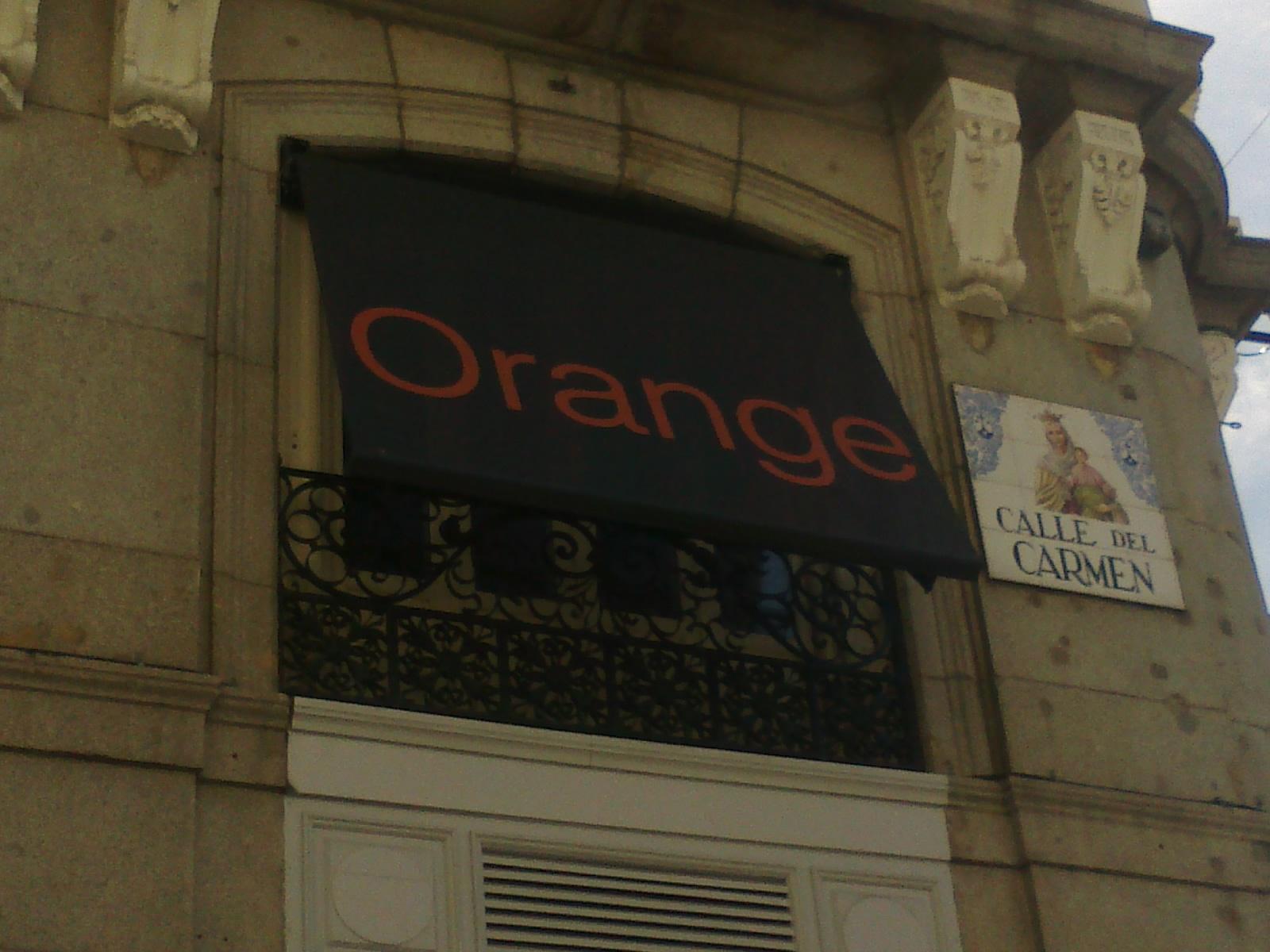 Instalación de toldos tienda Orange de Madrid - Toldos Alcorcón
