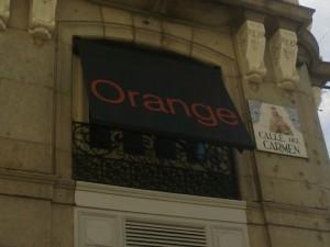 Instalación de toldos tienda Orange de Madrid